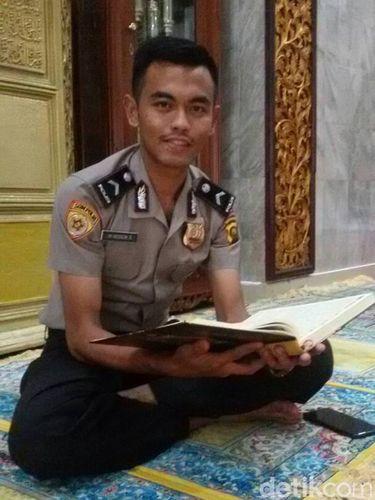 Bripda Muhammad Husein, hafiz Alquran yang bertugas di Polda Sumsel