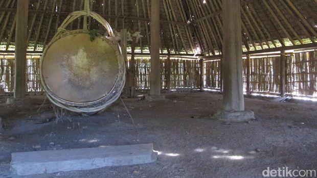 Bedug tradisional dalam Masjid Bayan Beleq (Afif/detikTravel)