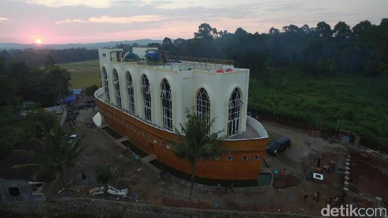 Masjid Berbentuk Kapal di Semarang