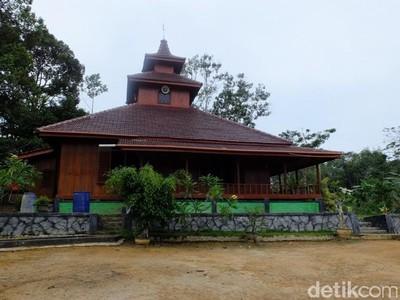Ini Masjid 100% Kayu di Bangka