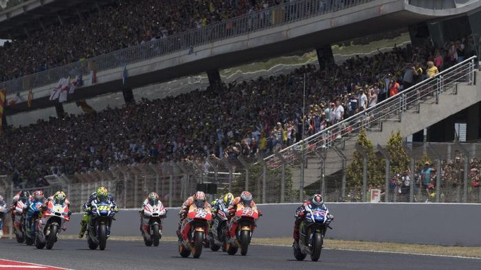 MONTMELO, SPAIN - JUNE 05:  The MotoGP riders start from the grid during the MotoGP race during the MotoGp of Catalunya - Race at Circuit de Catalunya on June 5, 2016 in Montmelo, Spain.  (Photo by Mirco Lazzari gp/Getty Images)