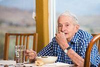 Kurang Nafsu Makan? Makan di Depan Cermin Bisa Tambah Selera Makan