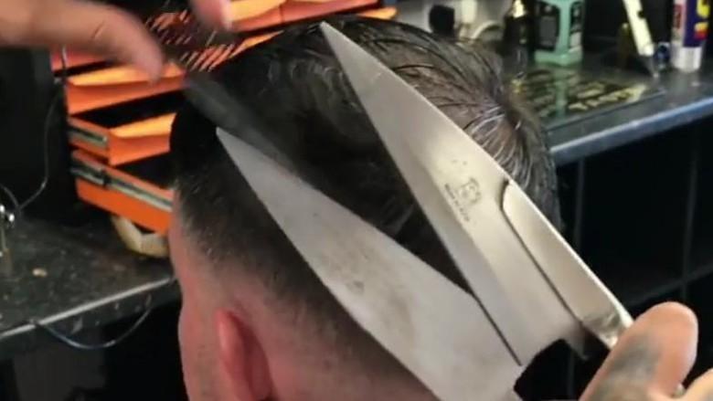 Potong rambut pakai gunting bulu domba (themasterbarbershop_ireland/Instagram)