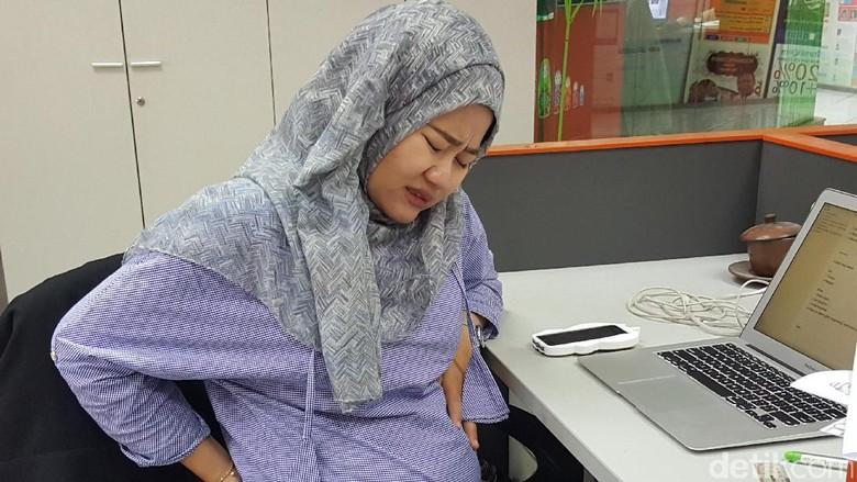 Ilustrasi ibu hamil menahan nyeri wasir (Foto: Nurvita Indarini)
