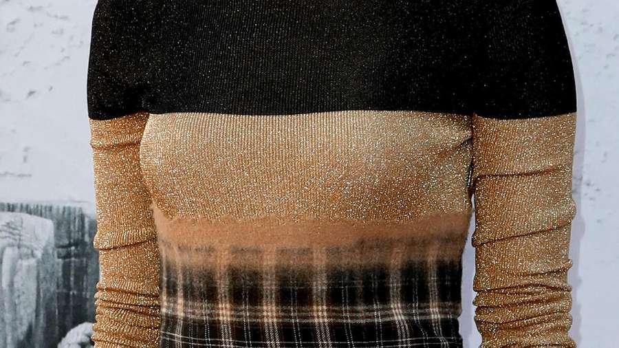 Emma Stone Tampil Cantik Di Karpet Merah