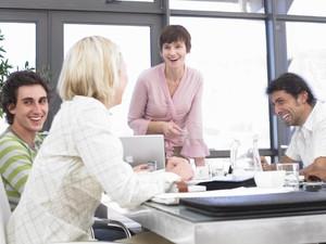 5 Cara Ciptakan Suasana yang Positif dan Menyenangkan di Tempat Kerja