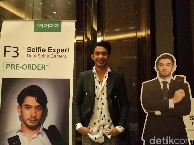 Reza Rahadian Dedikasikan Oppo F3 Reza Rahadian Khusus untuk Fans