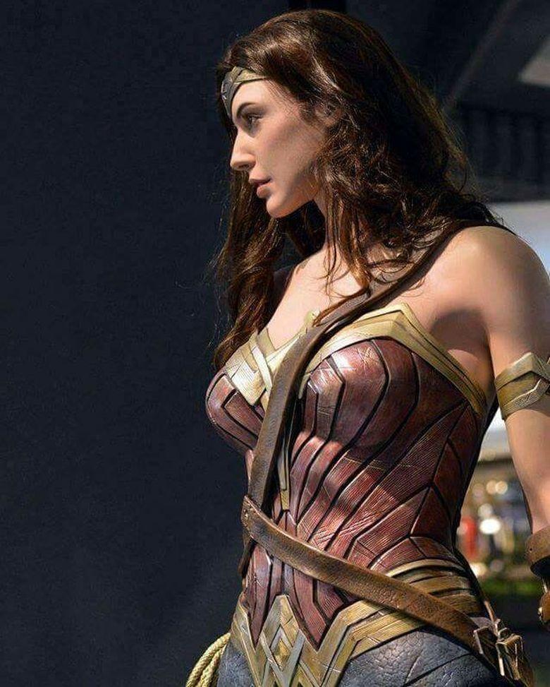 Gal Gadot menjadi idola para pria usai tampil menawan di film Wonder Woman. (Dok. Instagram/gal_gadot)