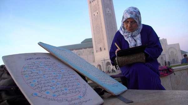 Berjumpa Nuriyyah, Guru Kaligrafi Wanita Pertama di Maroko