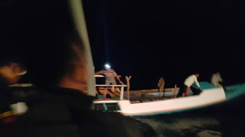 Kemudi Patah, 6 Nelayan di Maumere Nyaris Tenggelam