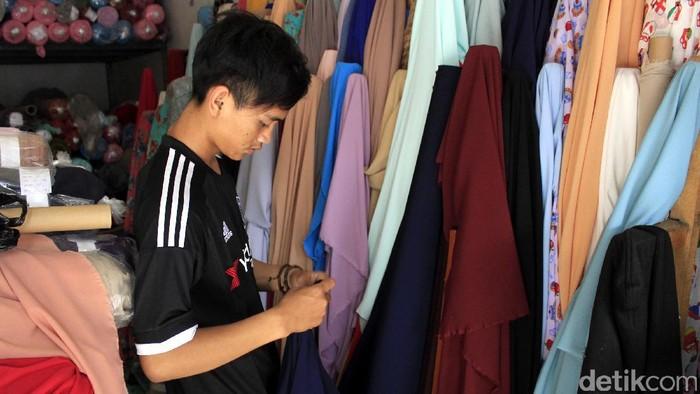 Kota Bandung memiliki banyak alternatif belanja murah untuk persiapan lebaran. Salah satunya di Kawasan Tekstil Cigondewah (KTC).