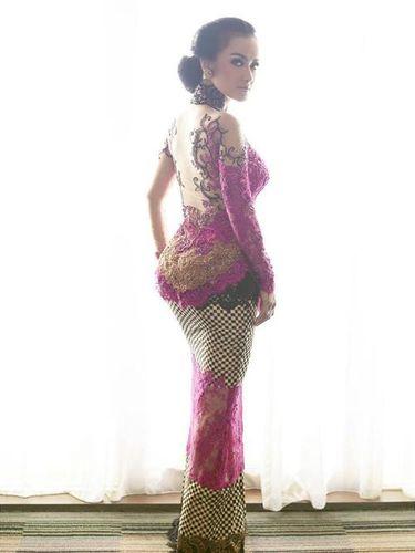 Foto: Pesona Julia Perez dalam Balutan Kebaya Anne Avantie