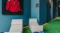 Jersey timnas Potugal Cristiano Ronaldo yang dipajang di dalam hotelnya (Pestana CR7)