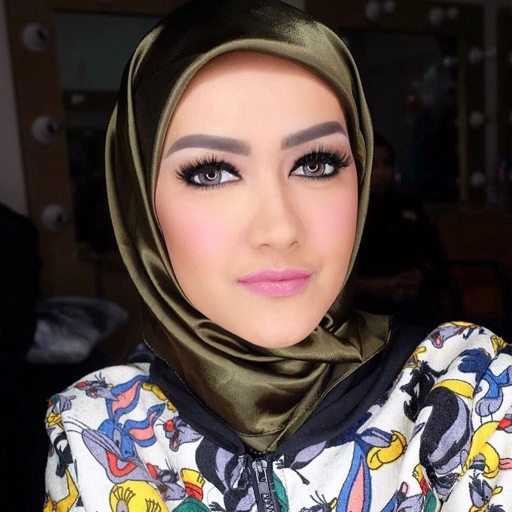 Protes Netizen karena Akun Instagram Jupe Posting Foto Almarhumah