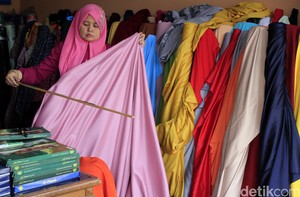 Berburu Kain Murah di Cigondewah Bandung