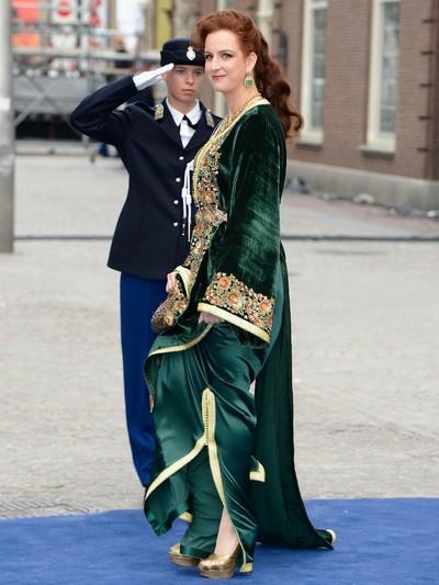 Puteri Maroko Lalla Salma dengan baju abaya. Foto: Getty Images