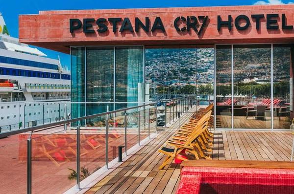 Ronaldo harus mengorek kocek sebesar 70 juta Euro atau sekitar Rp 1,05 triliun untuk membangun 4 hotel dari Pestana. Dua di portugal sudah beroperasi, sisanya di Madrid dan New York (Pestana CR7 Hotel)