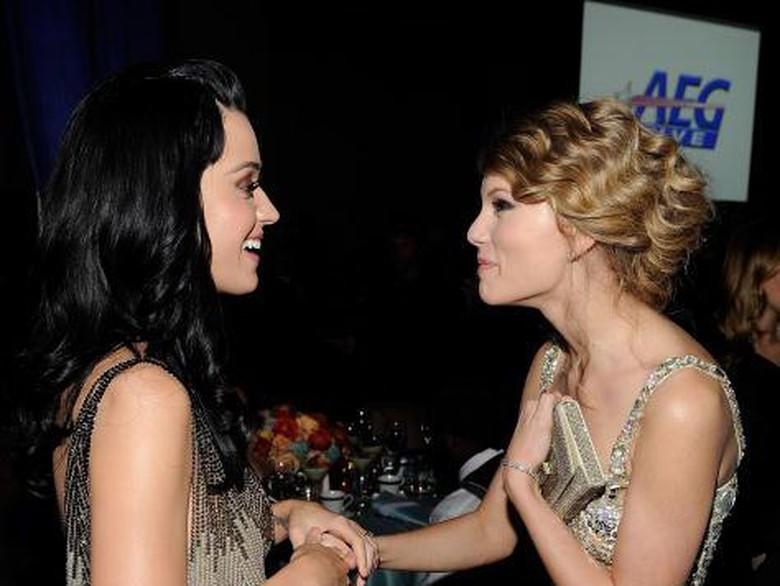 Akhirnya! Katy Perry Akhiri Pertikaian dengan Taylor Swift