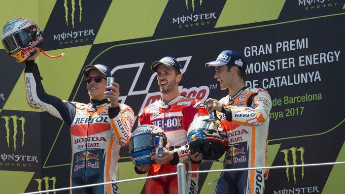 Andrea Dovizioso saat meraih kemenangan di MotoGP Catalunya pada tahun 2017 lalu (Foto: Mirco Lazzari gp/Getty Images)