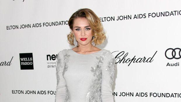 Miley Cyrus Angkat Bicara Soal Rumor Kehamilan