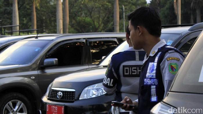 Seluruh pegawai negeri sipil (PNS) di lingkungan Pemkab Bandung dilarang menggunakan kendaraan dinas untuk mudik Lebaran 2017.