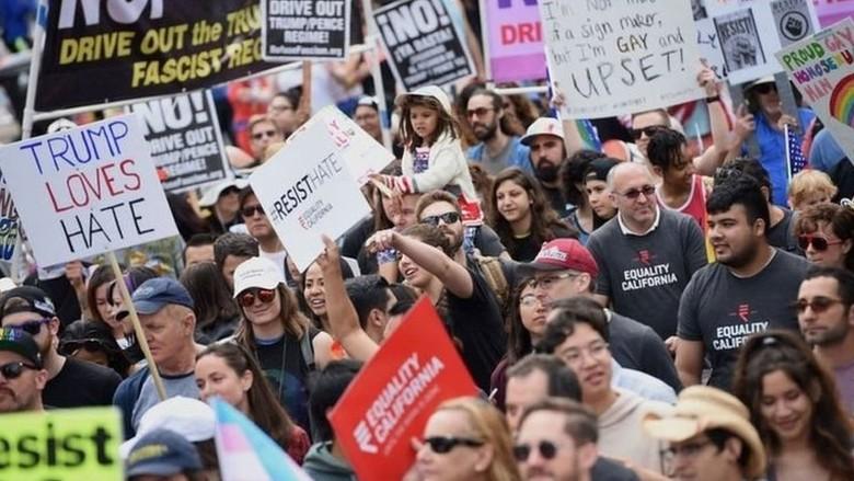 Ribuan Orang Warga AS Gelar Unjuk Rasa Dukung Hak-hak LGBT