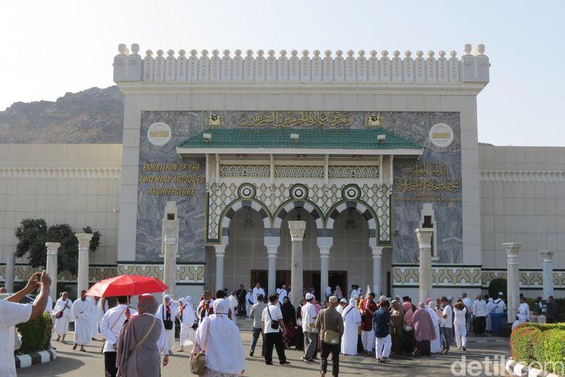 Jamaah umroh dan haji bisa datang ke museum Masjidil Haram dan Masjid Nabawi. Nama resmi museumnya adalah Exhibition of The Two Holy Mosques Architecture (Fitraya/detikTravel)