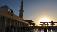 Kisah Thalhah bin Ubaidillah, Bagi-bagi Harta Keliling Kota Madinah