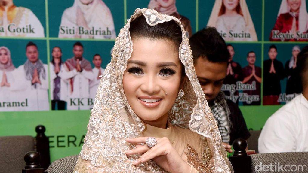 Jokowi-Prabowo Berpelukan, Fitri Carlina: Indahnya Kebersamaan