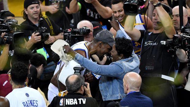 Perayaan Emosional Durant dan Sang Ibu