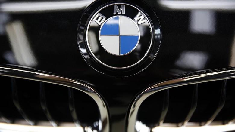 Logo BMW Foto: Rachman Haryanto
