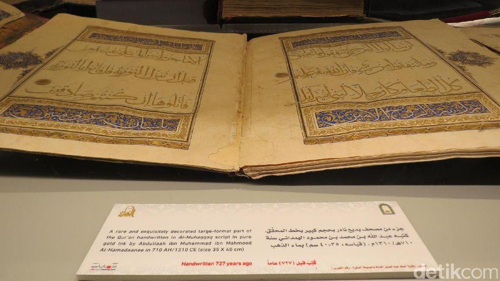 Ini Foto Al Quran Bertinta Emas di Madinah