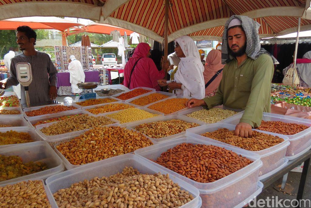 Pasar di Sekitar Masjid Nabawi