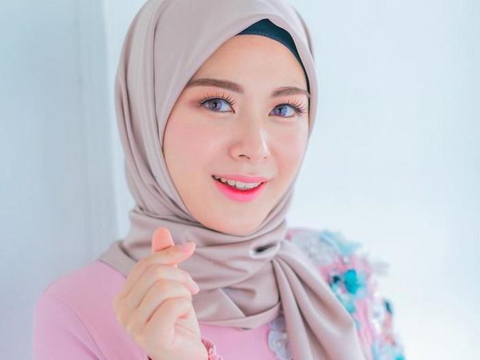 Ayana Moon, mantan girlband kpop yang memeluk islam.