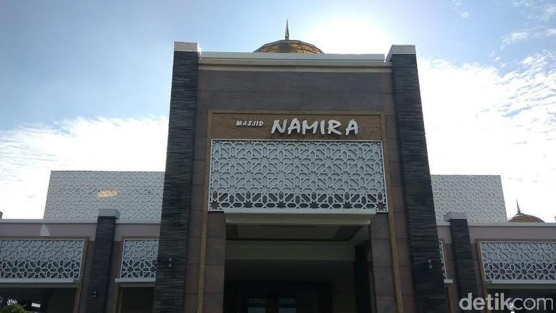 Seputar Masjid Namira, Bangunan Bernuansa Masjidil Haram/Foto: Eko Sudjarwo
