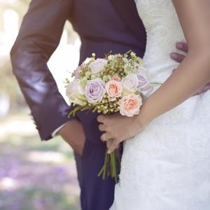 8 Inspirasi Undangan Pernikahan Unik Dari Para Seleb Ini Memorable Abis!