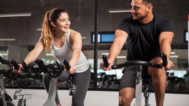 Tekanan pada sadel sepeda sering dikaitkan dengan kesehatan organ intim, baik pada laki-laki maupun perempuan