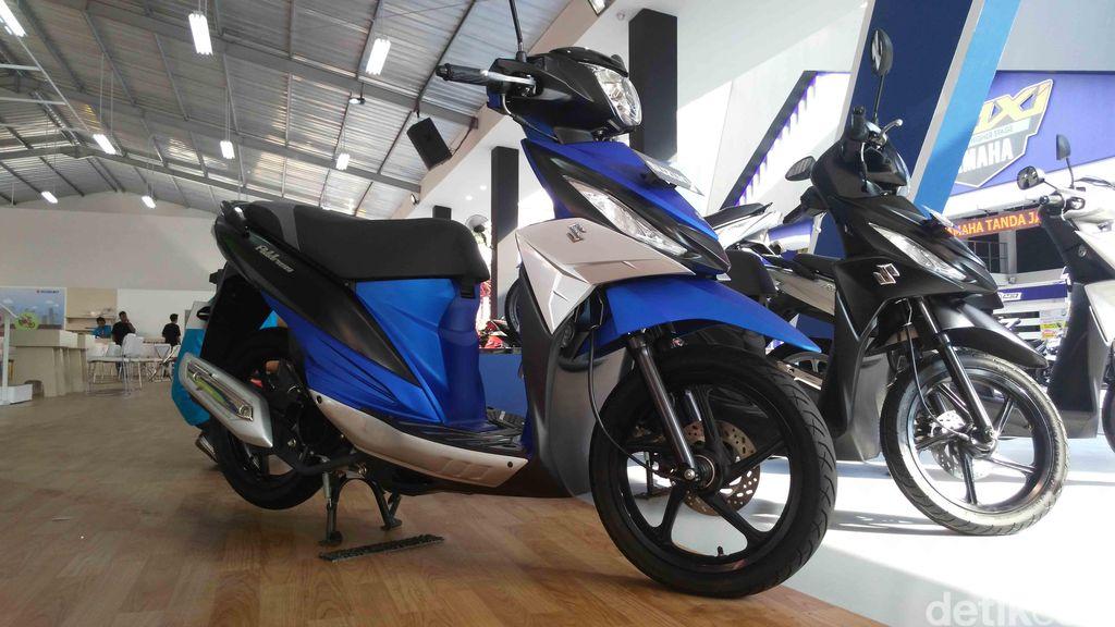 Suzuki pun ingin membuktikan kalau motor mereka juga asyik dimodifikasi. Di pameran Jakarta Fair di Kemayoran, Suzuki menampilkan 5 motor modifikasi