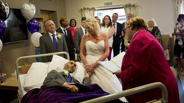 Kisah Haru Pasien Kanker Menikah di Sisa Hidupnya berkat Bantuan Donatur