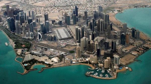 Cuaca panas belakangan dirasakan juga oleh warga Qatar. Untuk mengatasi masalah itu, Pemerintah Qatar memasang AC outdoor di sepanjang jalanan dan area-area publik (Reuters)