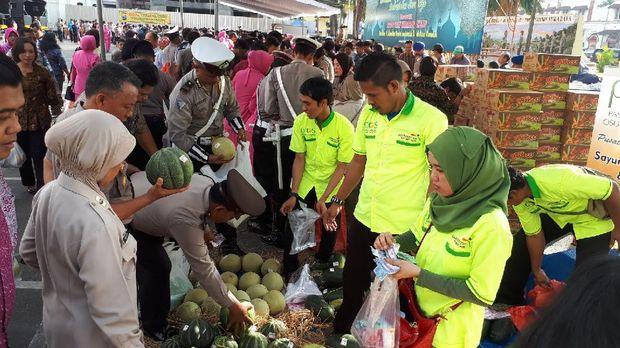 PIOS menyediakan sayur dan buah di bazar Ramadan kali ini