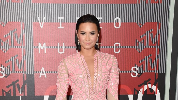 LOS ANGELES, CA - AUGUST 30:  Singer Demi Lovato attends the 2015 MTV Video Music Awards at Microsoft Theater on August 30, 2015 in Los Angeles, California.  (Photo by Jason Merritt/Getty Images)