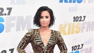 Duh, Demi Lovato Ngaku Bukan Teman Selena Gomez