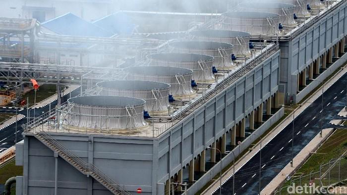 Pembangkit Listrik Tenaga Panas Bumi (PLTP) Ulubelu dioperasikan oleh PT Pertamina Geothermal Energy. PLTP itu mengandalkan panas bumi yang digali hingga kedalaman 2.500 meter di perut bumi.