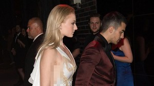 Hot! Joe Jonas dan Sophie Turner Tunangan