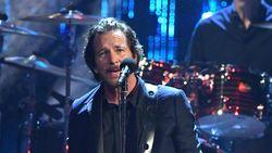 Duh! Eddie Vedder Kehilangan Suara, Pearl Jam Batal Konser