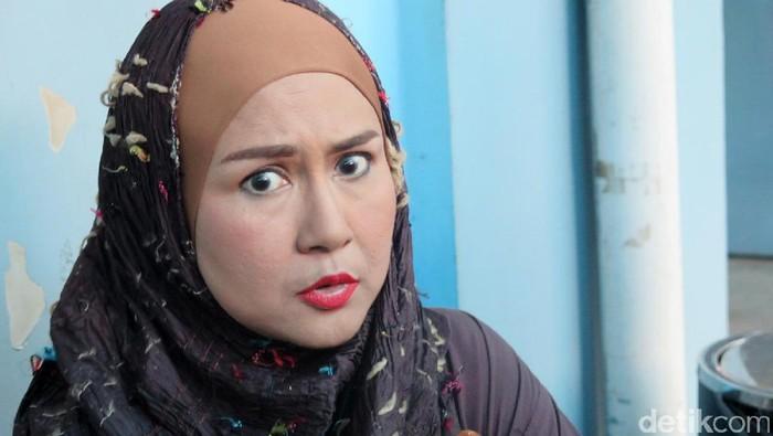 Ria Irawan mengatakan ada tumor di otaknya yang menekan saraf berbicara (Foto: Hanif Hawari/detikHOT)
