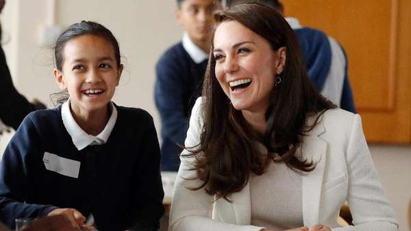 Smile! Kate Middleton Tampak Happy