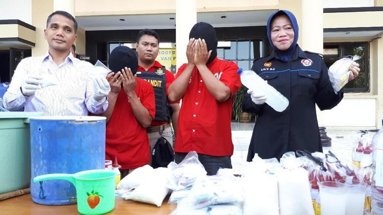 Legen Laris Manis di Surabaya itu Ternyata Dibuat dari Air Mentah