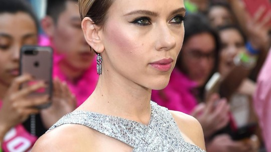 Penampilan Mengkilap dan Klimis Scarlett Johansson